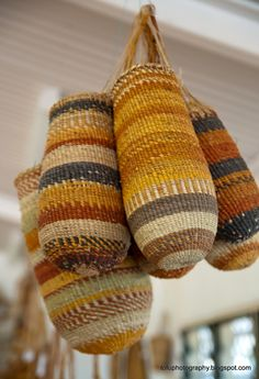 Traditional woven bags :: Gapuwiyak Arts Centre