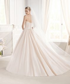 Robe de mariée EUGENIA de la collection Glamour 2015 - La Sposa | La Sposa