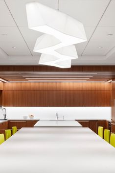 Located on the 36th floor, the Angelo Gordon's Twin Brooks Capital Partners collaboration-focused office has some of the best views of Chicago! The views are accentuated by Architect Stephen Yablon's use of glass partitions, award-winning lighting, and walnut SoundPly Latus Acoustic Wall Panels. #OfficeDesign #SoundPly #Chicago Wood Ceiling Panels, Wood Ceilings, Ceiling Lights, Acoustic Wall Panels, Glass Partition, Showcase Design, Nice View, Beams