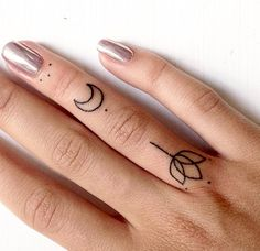 Minimal geometric and dotwork finger design by @ann_pokes