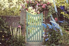 *bellaMUMMA {life is beauty-full}: home inspiration: GARDEN GATES