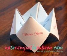 Una forma distinta de presentar el menú de tu boda. #craft #bodasmadrid #decoracion #novios #wedding #eventos #bodasmurcia #bodasjaen #cateringbodas