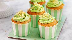 Cupcakes är något som alla älskar!Här har vi samlat våra bästa recept! Allt från minicupcakes till banancupcakes och vaniljcupcakes. Cupcakes, Desserts, Food, Meal, Cupcake, Deserts, Essen, Hoods, Dessert