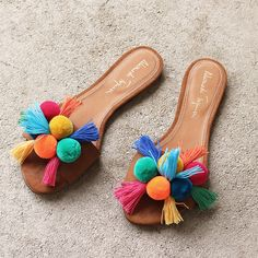 Aquarela colorful, slides AQUARELA COLORFUL, SLIDES – alamedaturquesa Source by The post Aquarela colorful, slides appeared first on Create Beauty.add pompom to ur's simple flat sandals by ur selfunder armour women shoes running multi colorwomen sh Cute Shoes, Me Too Shoes, Nike Thea, Shoes Sandals, Heels, Shoes Sneakers, Flat Sandals, Summer Shoes, Diy Clothes