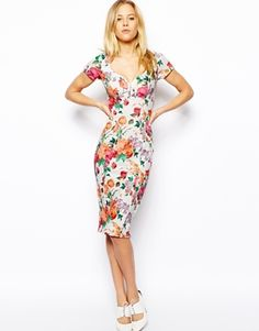 Love this pencil dress! Floral pattern is perfect for summer.
