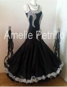 pretty ballroom dress black and zilver Latin Dance Dresses, Ballroom Dance Dresses, Ballroom Dancing, Waltz Dance, Dance Wear, Royal Ballet, Ballet Vintage, Tango Dress, Dress Picture
