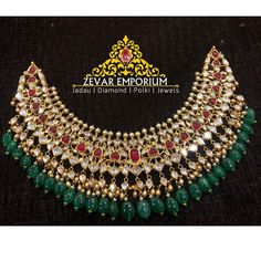 Indian Jewelry Sets, Indian Wedding Jewelry, Bridal Jewelry Sets, Gold Temple Jewellery, Gold Bangles Design, Chocker Necklace, Gold Choker, Necklace Set, Chokers