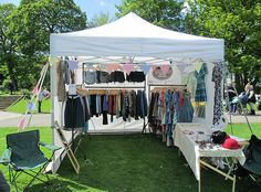pretty Gala Shade market stall with vintage merchandise Market Stall Display, Flea Market Booth, Vendor Displays, Craft Booth Displays, Market Displays, Display Ideas, Boutique Interior, A Boutique, Clothing Booth Display