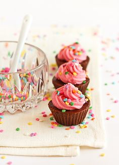 I just made a plain chocolate fudge, but poured it into mini cupcake papers and topped it with vanilla icing so they look just like cupcakes. All so I had something to put the rainbow sprinkles on. Candy Recipes, Cupcake Recipes, Sweet Recipes, Dessert Recipes, Yummy Treats, Sweet Treats, Yummy Food, Delicious Desserts, Cupcake Cookies