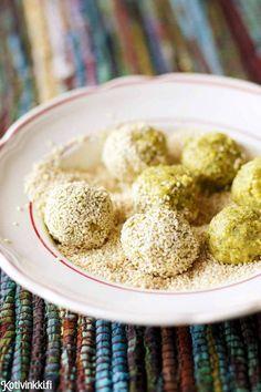 Falafel. Pikafalafelit tehdään kypsistä kikherneistä ja valmistetaan uunissa. Nauti falafelit salaatin ja pitaleivän kera.