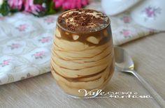 Crema fredda yogurt e caffè ricetta dolce facile, freschissima e facilissima da preparare, fresca e golosa, solo pochi ingredienti per una delizia al caffè