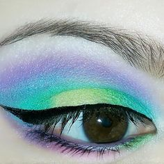 Women Are Doing Tropical Eye Makeup And It's Mesmerizing