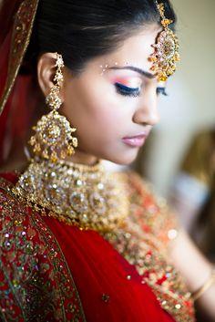 Punjabi bride Photo by: Haring Indian Bridal Wear, Asian Bridal, Beautiful Indian Brides, Beautiful Bride, Beautiful Ladies, Beautiful Things, Desi Wedding, Wedding Attire, Punjabi Bride