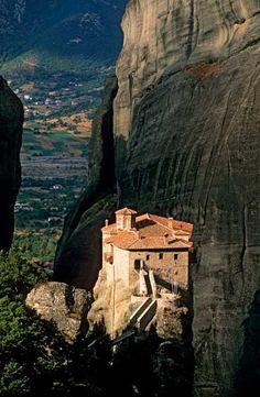 Monasterio de Roussanou, que forma parte de los Monasterios de Meteora, Grecia.