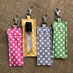 Easy to attach to your keys, purse or backpack to conveniently carry your essential oil roller bottle, lipgloss, chapstick or even usb or flash drive. Essential Oil Case, Essential Oil Storage, Sewing Hacks, Sewing Crafts, Sewing Projects, Diy Bags No Sew, Glass Roller Bottles, Bag Pattern Free, Sewing Accessories
