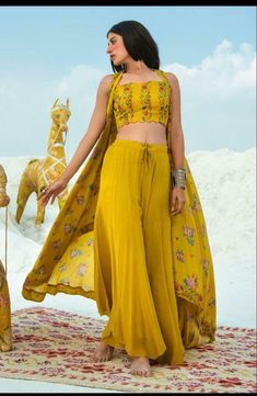 Shrug For Dresses, Indian Gowns Dresses, Indian Fashion Dresses, Dress Indian Style, Indian Designer Outfits, Indian Outfits, Designer Dresses, Fashion Outfits, Indian Inspired Fashion