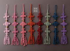 삼단금매듭노리개 Tassel Jewelry, Tassel Necklace, Diy Jewelry, Jewelry Making, Native American Crafts, Korean Traditional, Macrame Patterns, Macrame Knots, Artisanal