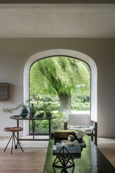 Simple And Effective Interior Home Design Solutions Arched Windows, Windows And Doors, Big Windows, Architecture Design, Architecture Interiors, Estilo Interior, Estilo Tropical, Deco Design, Design Trends