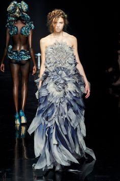 Yiqing Yin Haute Couture Autumn 2012