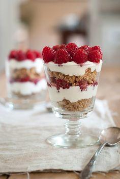 raspberry lemon yogurt parfait