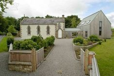 Oh how I love converted church homes. My all-time favorite is still this one , but the former Tattykeeran Church in Ireland, with its combi. Chapel Conversion, Church Conversions, Beautiful Buildings, Beautiful Homes, Transformers, Unusual Homes, Church Design, Old Churches, Cozy House