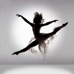 Enseña la pasion que uno tiene por el baile