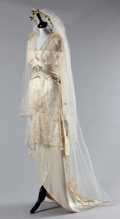 1914 Madame Hayward bridal gown (made of lace, silk, taffeta, and silver thread) and veil with orange blossom wreath, via Kerry Taylor Auctions.