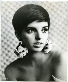 Okay, this of all picture makes Liza my twin. #lizaminelli