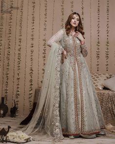 Heavy Dresses, Kurta Neck Design, Pakistani Bridal Wear, 80s Fashion, Dress Codes, Formal Wear, Dress Making, Lehenga, Bridal Dresses