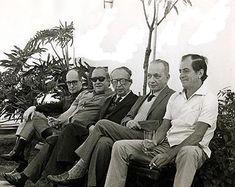Carlos Drummond de Andrade, Vinicius de Moraes,  Manuel Bandeira, Mario Quintana e Paulo Mendes Campos  na casa do cronista Rubem Braga (1966).