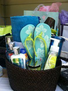 Bridal Shower gift beach theme - gifts for boyfriend Themed Gift Baskets, Raffle Baskets, Diy Gift Baskets, Summer Gift Baskets, Bridal Shower Prizes, Bridal Shower Gifts, Bridal Gifts, Homemade Gifts, Diy Gifts