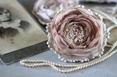 """Textile Brooch   Брошь-цветок из ткани """"Маленькая роза"""" — работа дня на Ярмарке Мастеров"""