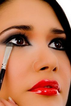 glamorous eye makeup -