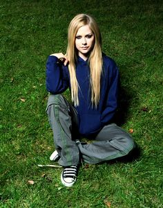 US Weekly (Set - micklavi alavigne 01 - AvrilPix Gallery - The best image, picture and photo gallery about Avril Lavigne - AvrilSpain. Pop Punk, Avril Levigne, Avril Lavigne Style, Punk Rock Princess, Metal Girl, Nu Metal, Tyler Posey, Daniel Radcliffe, 2000s Fashion