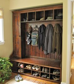 Hall Tree Bench Ideen für den Eingangsbereich und Mudroom - Home Page Laundry Mud Room, Home, Barn Wood, New Homes, Home Projects, House Interior, Barnwood Furniture, Country House Decor, Mudroom
