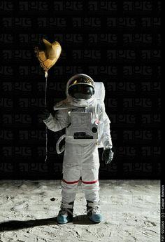 Astronaut spaceman with balloon Cosmos, Nasa, Astronaut Wallpaper, I Need Space, Astronauts In Space, Major Tom, Man On The Moon, Space Time, Poster S