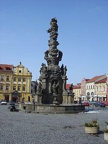 Hauptplatz von Chrudim mit Pestsäule von 1717-34
