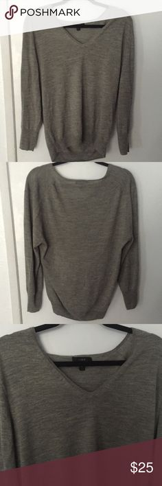 J. CREW softest sweater in the world size XL J. CREW softest sweater in the world size XL can be worn as a cute baggy top or as a nicely fitted top it's sooooooo soft and cute J. Crew Tops