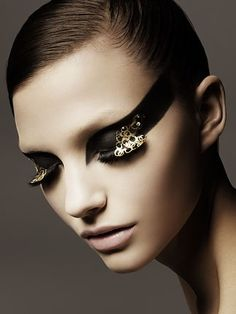 Black and gold makeup