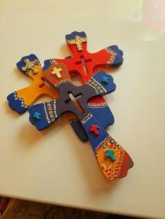 Beautiful wood crosses, ready for a great home. Chuladasbyreyna