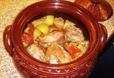 Sörben sült sertéshús cserépedényben One Pot, Pork Recipes, Sausage, Good Food, Food And Drink, Chicken, Drinks, Cooking, Drinking