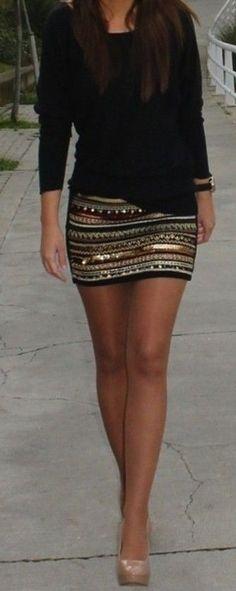 Zwar nichts für das erste Date, aber zum Ausgehen ein super schönes Outfit! Kurze Röcke kann man super mit langärmligen Oberteilen kombinieren. So sieht es nicht too much sondern sexy aus :) date / style / going out / stylefeed / skirt / datenight / night