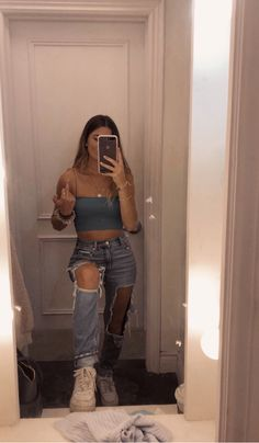 insta gavia _ crop top and jeans perfect summer casual outfit nike air langrmliges crop top fr damen braun nike Teenage Outfits, Teen Fashion Outfits, Mode Outfits, Outfits For Teens, Girl Outfits, Teens Clothes, College Outfits, Summer Teen Fashion, 90s Fashion