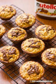 Receta de muffins de plátano y nutella, una receta para un desayuno saludable y lleno de energía. | cocinamuyfacil.com