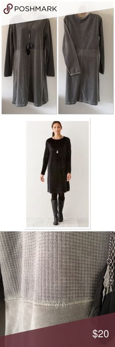 J.Jill Velour Dress Med/Tall Long sleeve comfy dress. Textured fabric pattern on top portion of dress. Model wearing same brand and very similar fit of my dress. Posted to give an idea of fit.  Approx Underarm to underarm  21' Approx Length 39' J. Jill Dresses