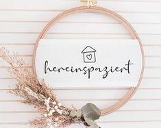 Diy Flowers, Flower Decorations, Wreath Crafts, Door Signs, How To Make Wreaths, Door Wreaths, Diy Gifts, Diy And Crafts, Wedding Gifts