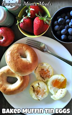 Perfectly dippy eggs baked in the oven! Eggs In Muffin Tin, Over Easy Eggs, Cracked Egg, Baking Muffins, Egg And I, Baked Eggs, Bagel, Stuffed Peppers, Meals