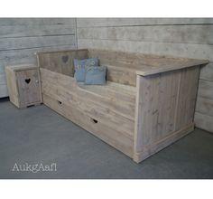 Steigerhouten bed met hart! http://aukgaaf.com/nl/brocante-meubels/steigerhouten-meubelen-steigerhout.html