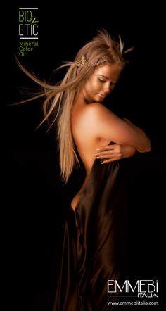 La tua immagine risalta con nuovi look e colori brillanti. Scegli la tua nuance tra le linee ZER035 Concept di #emmebiitalia #MineralColorOil, #AmmoniaFree, #HairTech, #ArtDecò www.emmebiitalia.com