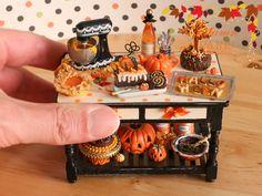 Paris Miniatures: Miniature Table for Halloween / Autumn - Custom Order. I love the details! Fete Halloween, Halloween Doll, Halloween House, Vintage Halloween, Halloween Crafts, Halloween Decorations, Halloween Table, Miniature Crafts, Miniature Houses